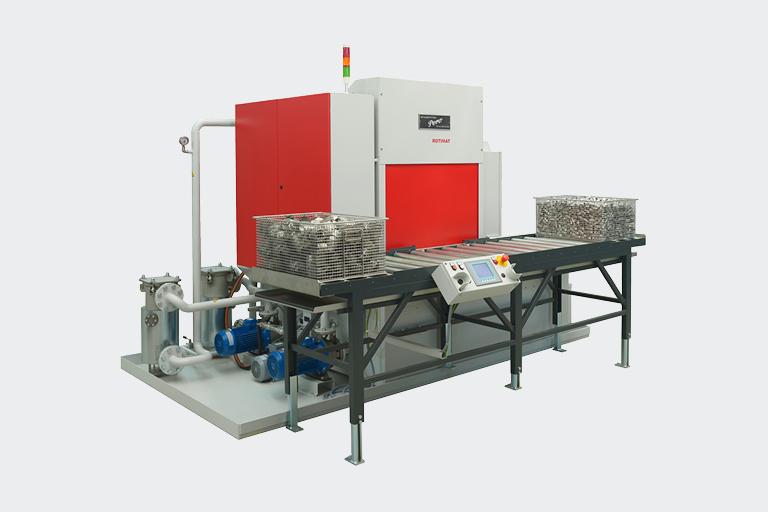Die PERO Anlage zur Teilereinigung ROTIMAT 3U wird bei leichten bis groben Verschmutzungen für höchste Technische Sauberkeit eingesetzt.