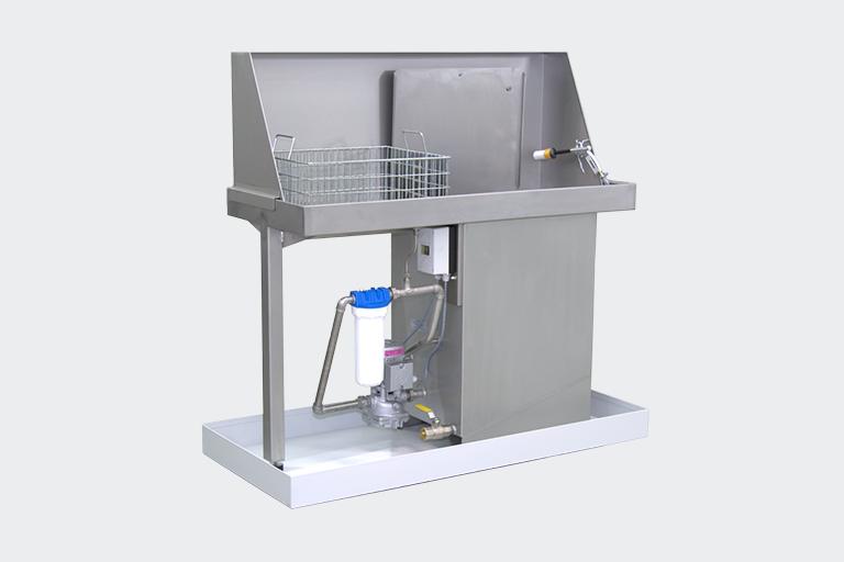 PERO Waschtisch für hartnäckige Verunreinigungen. Der Arbeitsplatz für die manuelle Reinigung unterschiedlichster Werkstücke mit Kaltreinigern.